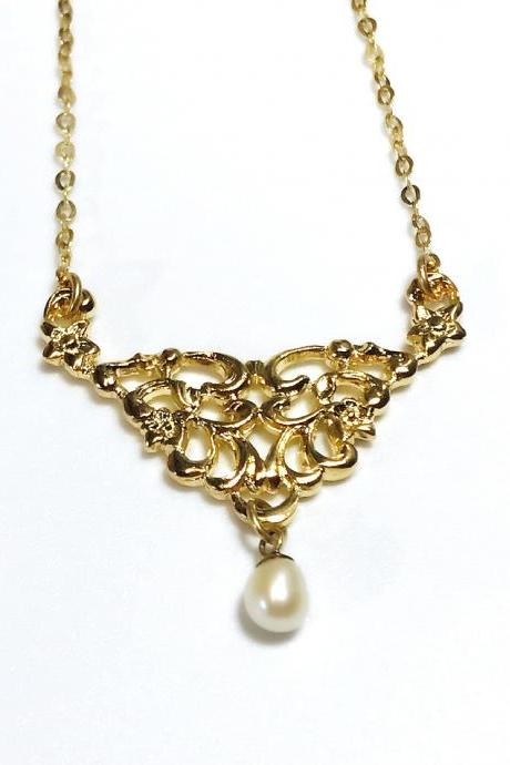 Goldfield pendant with white pearl - for women